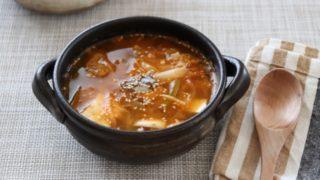 キムチと団子のスープ