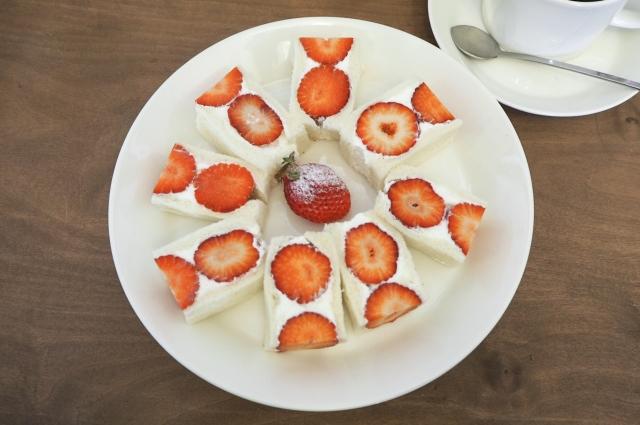 フツウニフルウツ いちごのフルーツサンド